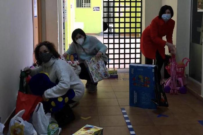 Corazones Abiertos reparte juguetes para 350 familias