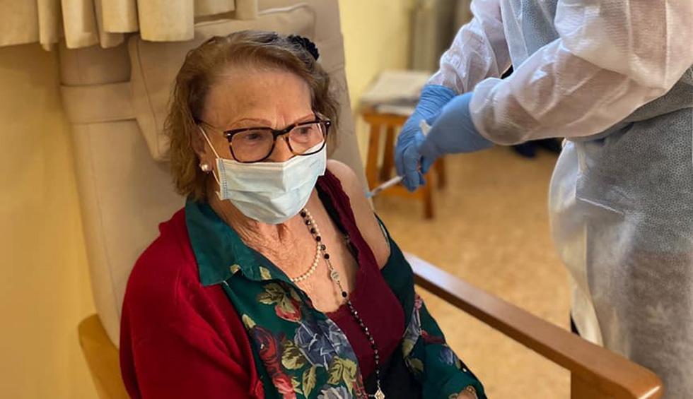 Los mayores de 80 años continuan esperando su vacuna en Torrent