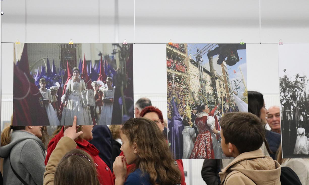 Una exposición de fotografías repasa la historia de la Semana Santa de Torrent