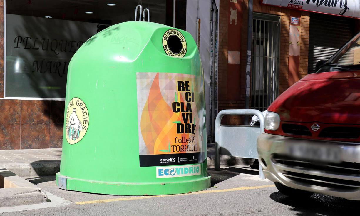 Torrent se suma a la campaña para fomentar el reciclaje de vidrio en Fallas