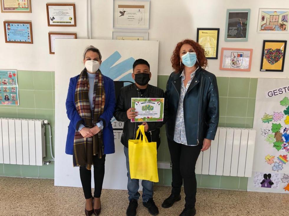 Torrent entrega el galardónal ganador del concurso de Antifaces de Carnaval 2021