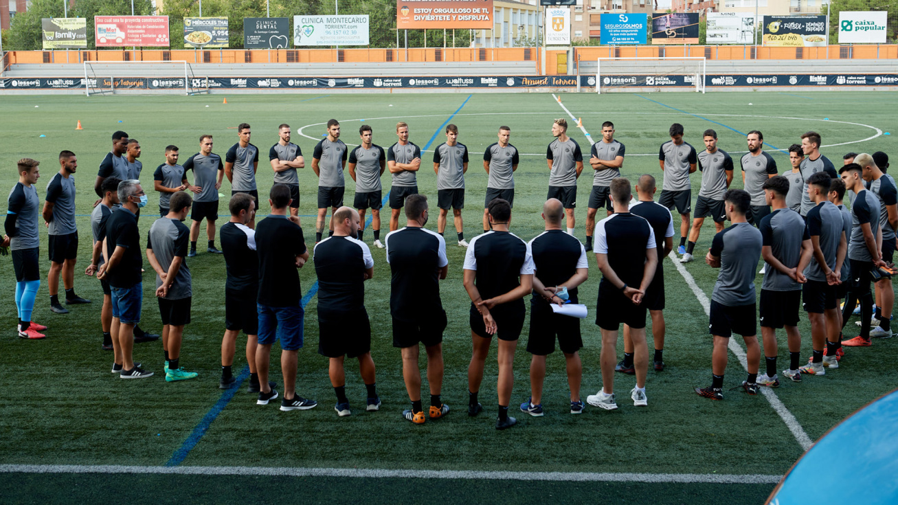 El Torrent CF vuelve a la liga con un equipo de gala para celebrar el centenario
