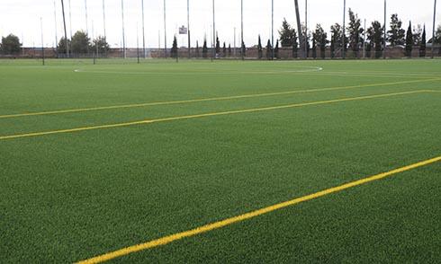 Cesped artificial en los campos de fútbol de Parc Central