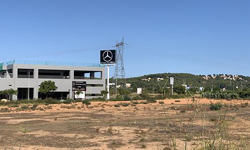 Mercedes Baronia obri el camí al motor a l'àrea comercial d'El Toll