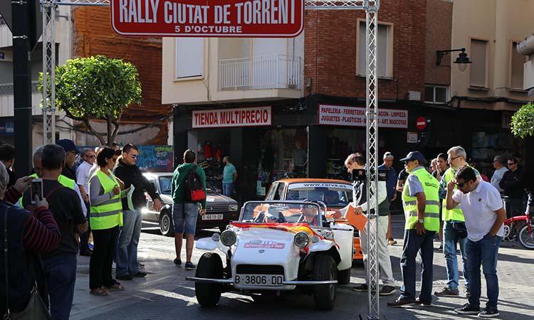 Joyas automovilísticas participan en el II Rally de regularidad de vehículos clásicos