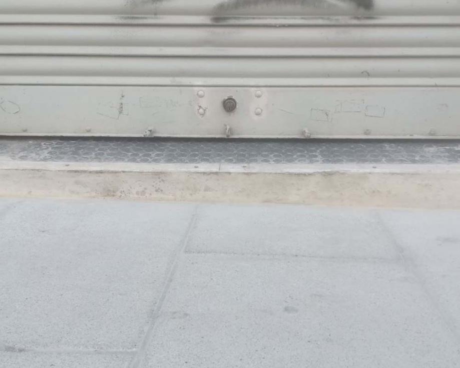 Podemos denuncia que la reurbanització del carrer del Pi ha deixat inaccessibles els baixos