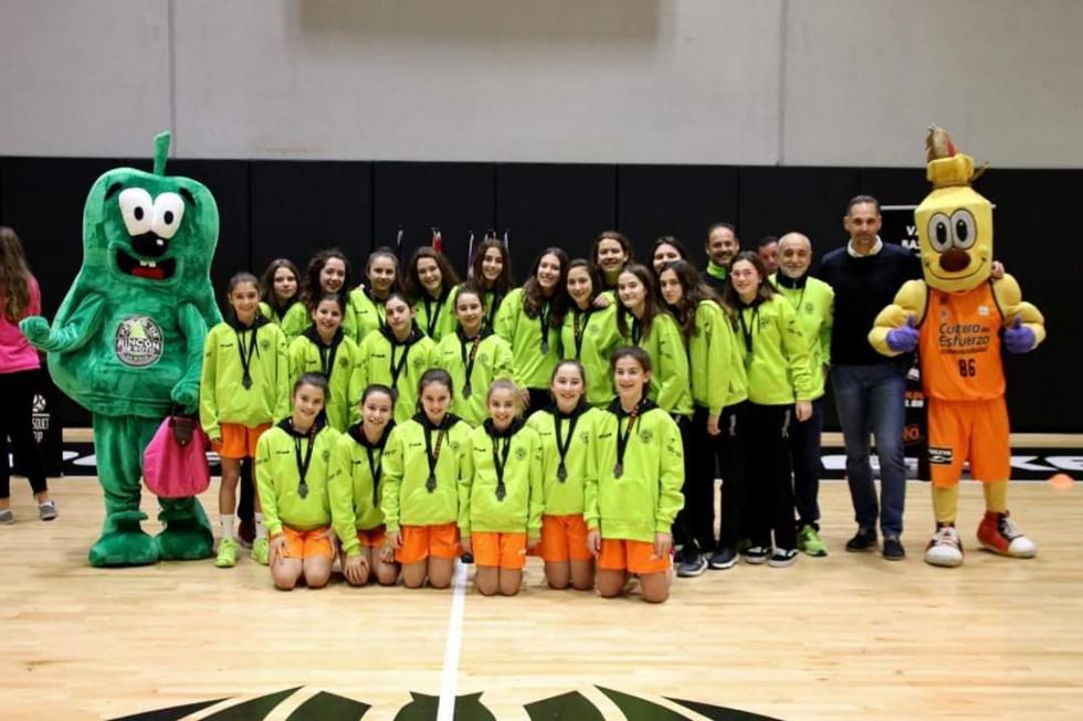 Les xiques de l'equip Aleví A es porten la València Basket Cup
