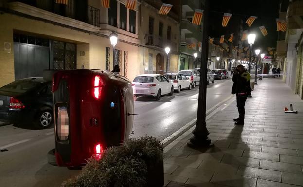 Bolca en Fra Luís Amigó després d'estavellar-se amb cotxes aparcats