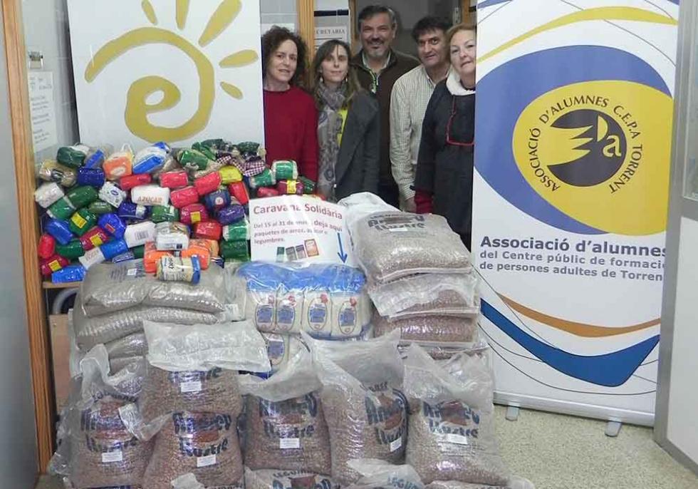 L'Escola d'Adults participa en la Caravana Solidària d'ajuda al poble sahrauí