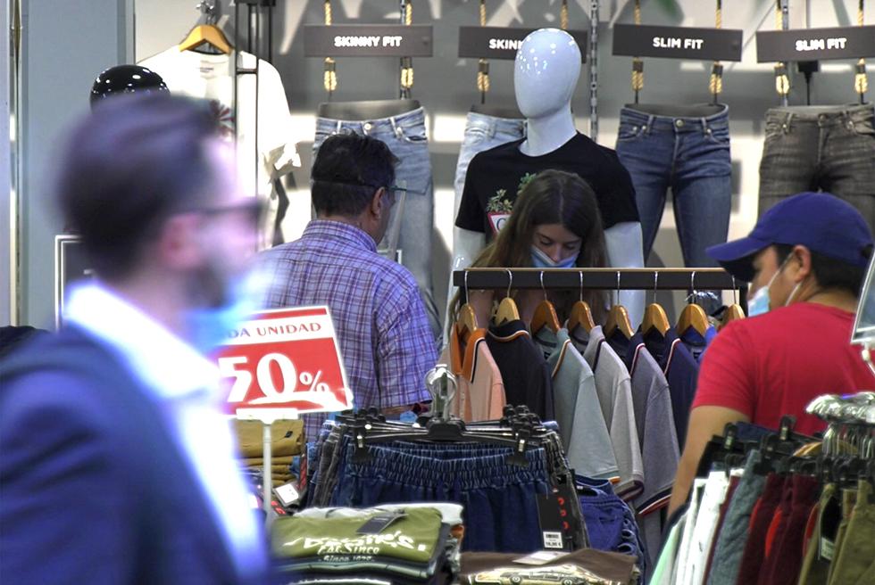 El comerç local aprofita el tancament de àrees comercials per recuperar-se