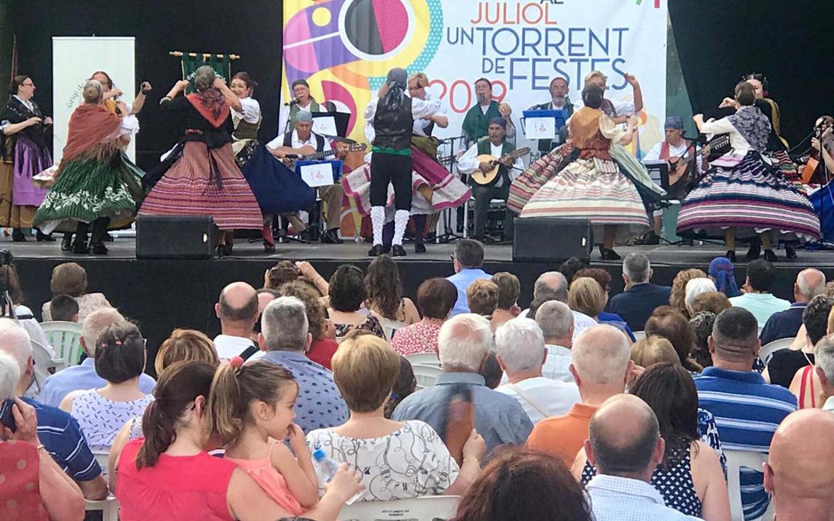 Fusió de cultures i folklore en el V Festival de Danses Ciutat  de Torrent