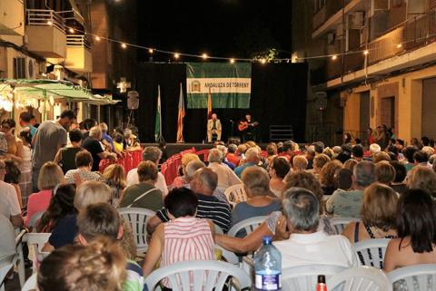 Andalusos, fallers i veïns celebren les seues festes d'estiu