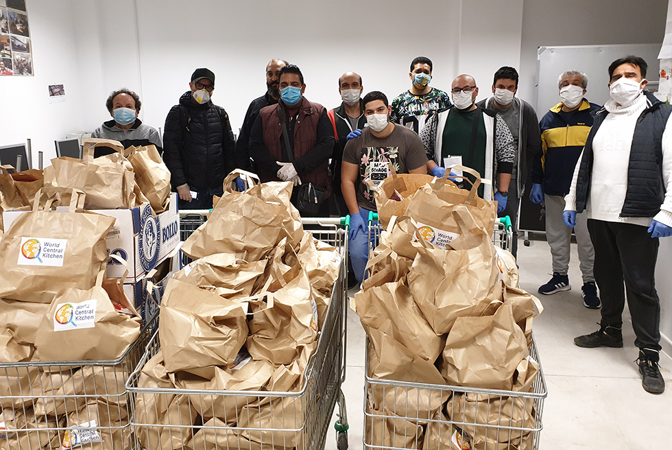 L'Associació Gitana Europea reparteix 81.000 quilos de menjar entre 1.750 famílies
