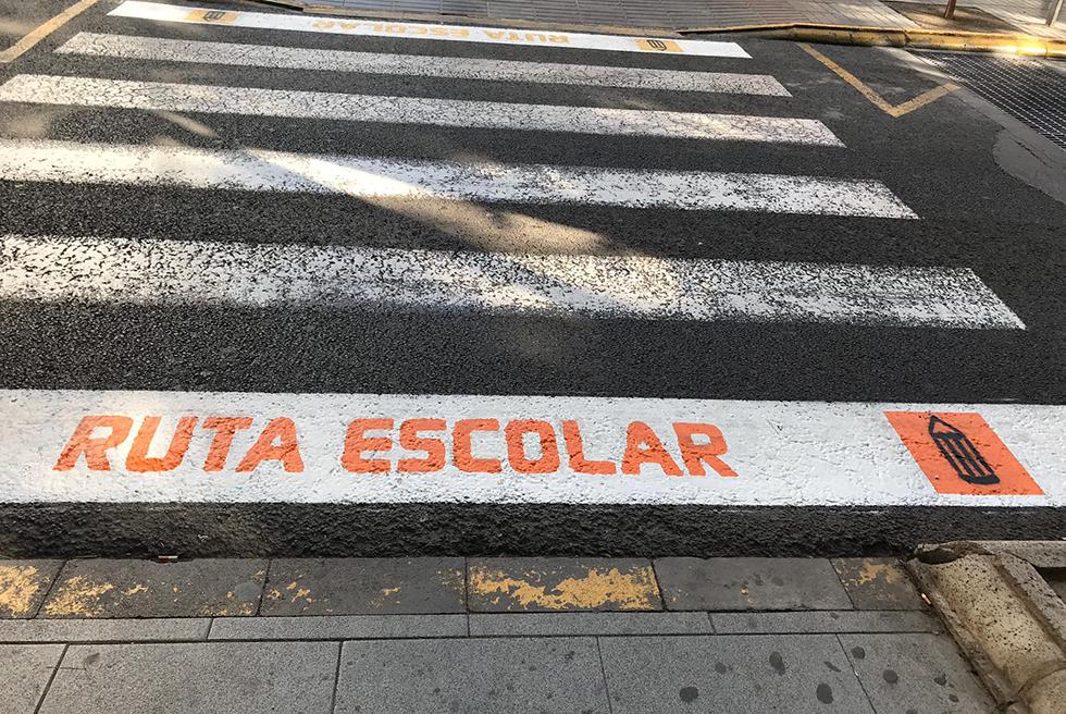 L'Ajuntament comença a senyalitzar les rutes escolars segures
