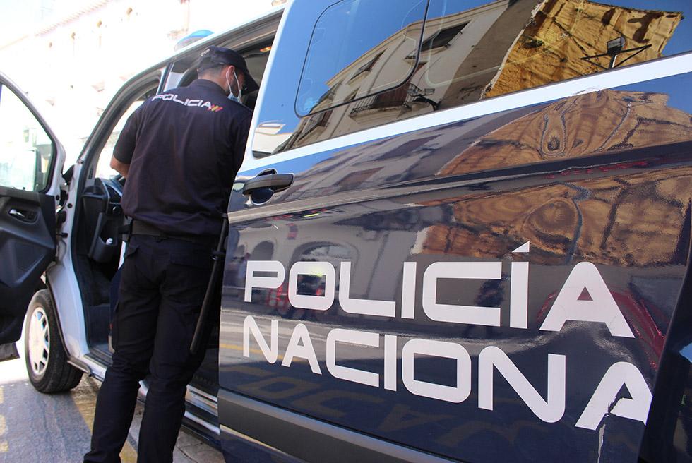 La Policia Nacional deté a un home per simulació de delicte i usurpació d'estat civil