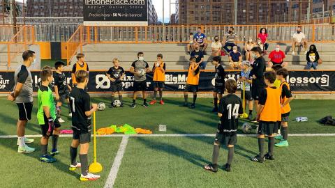El públic torna als entrenaments de les escoles esportives del Torrent CF