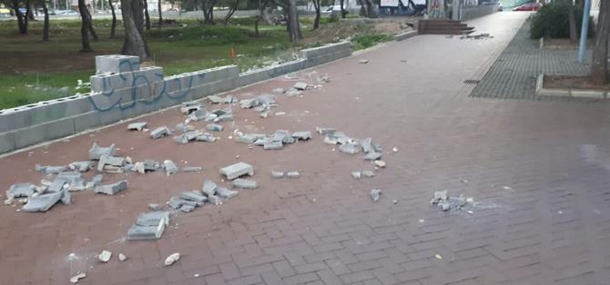 Veïns del carrer Vicent Ventura tornen a denunciar la brutícia