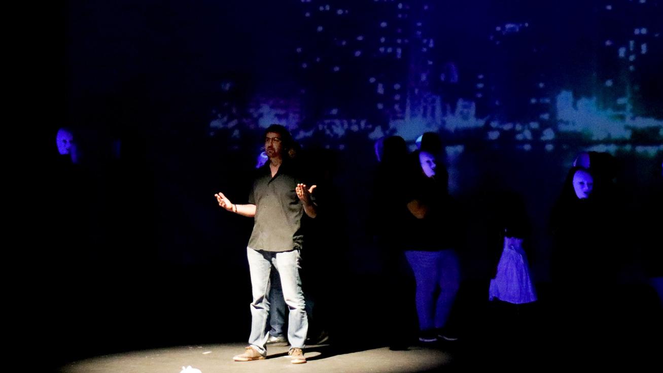 AFEM Torrent puja a l'escenari per a representar una obra solidària