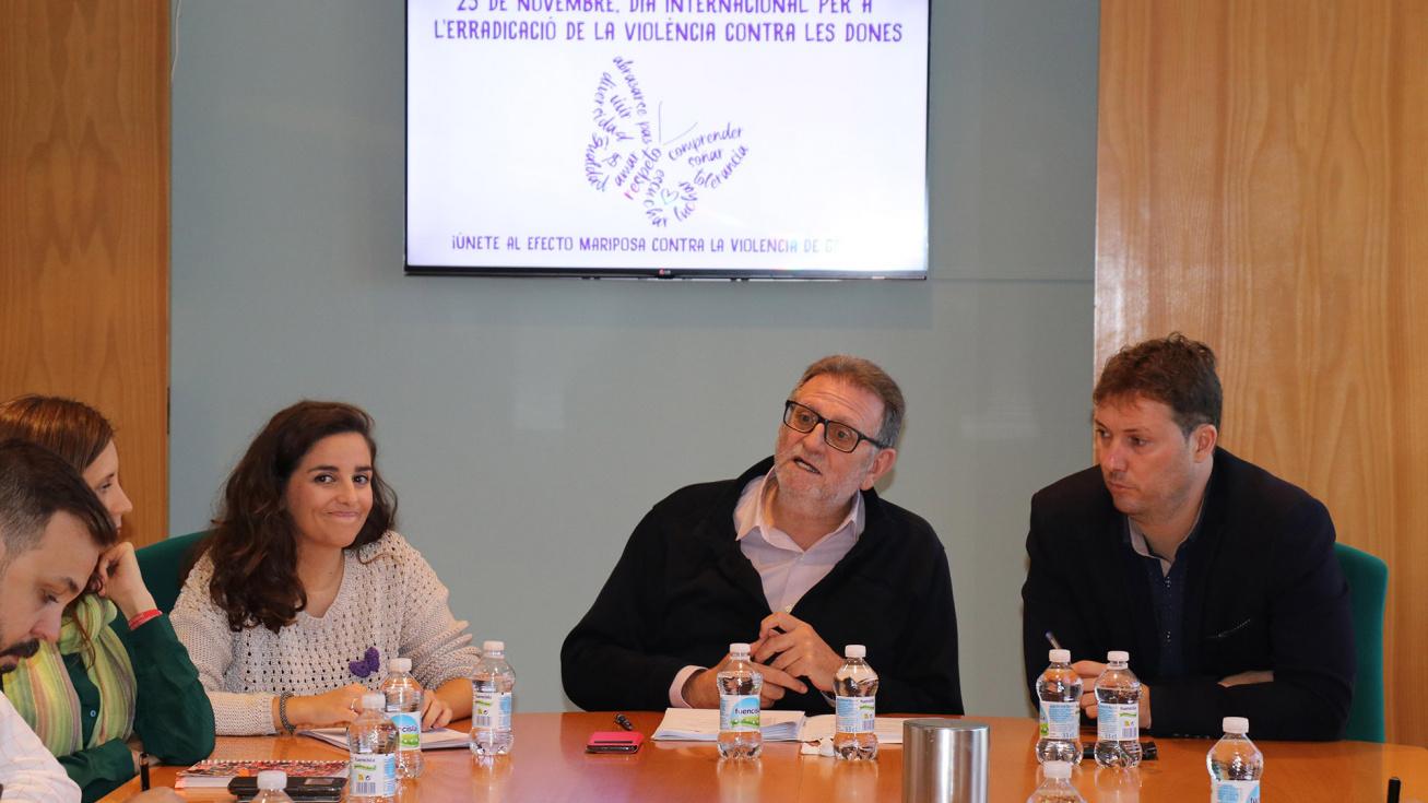 Torrent s'uneix al mes contra la violència de gènere amb la papallona com a símbol