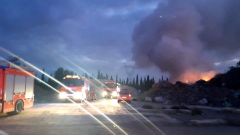 Torrent desperta amb un nou incendi a la planta de residus de Gemersa