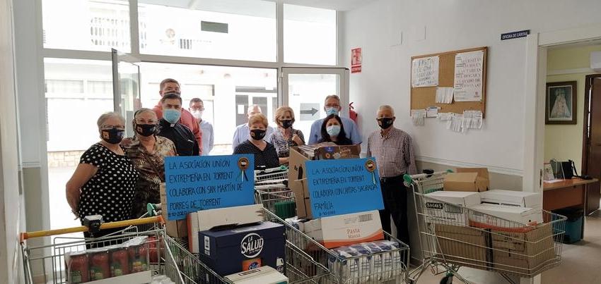"""L'associació """"Unión Extremeña de Torrent"""" fa una donació d'aliments a Càritas i al Hogar San Martín de Porres"""
