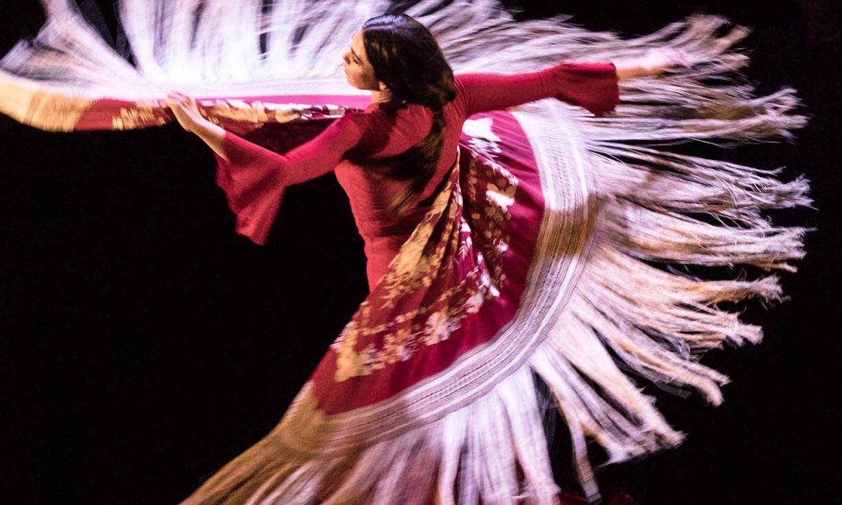 La bailaora Adriana Bilbao i la màgia de Jorge Blass acomiaden octubre en l'Auditori