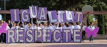 Col·legis i associacions es manifesten contra la violència de gènere