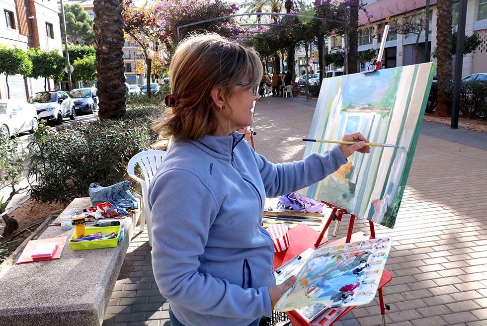 Els torrentins ixen a pintar a l'avinguda Genaro Palau